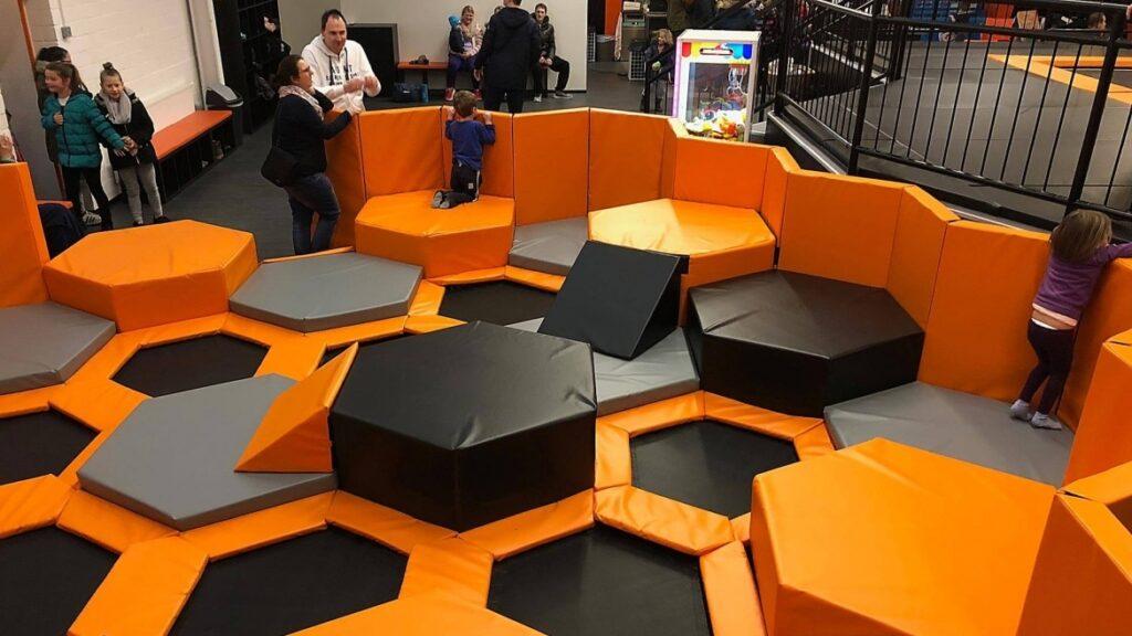 Área infantil 1-5 años trampolines hexia